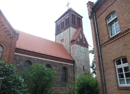 Dorfkirche: Foto: Sebastian Wallroth CC-BY-3.0