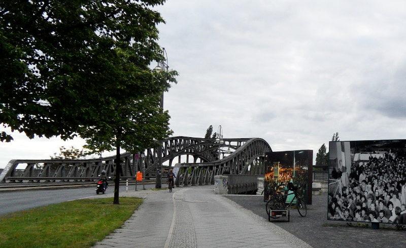 Böse Brücke mit Informationstafeln © visit pankow!